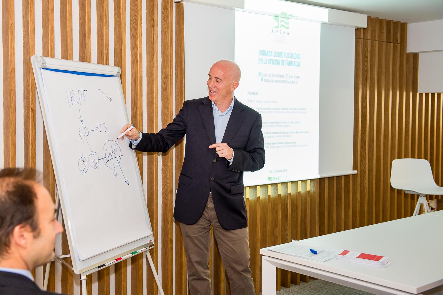 APEFA aborda las claves para optimizar la gestión fiscal de la oficina de farmacia en Alicante 1